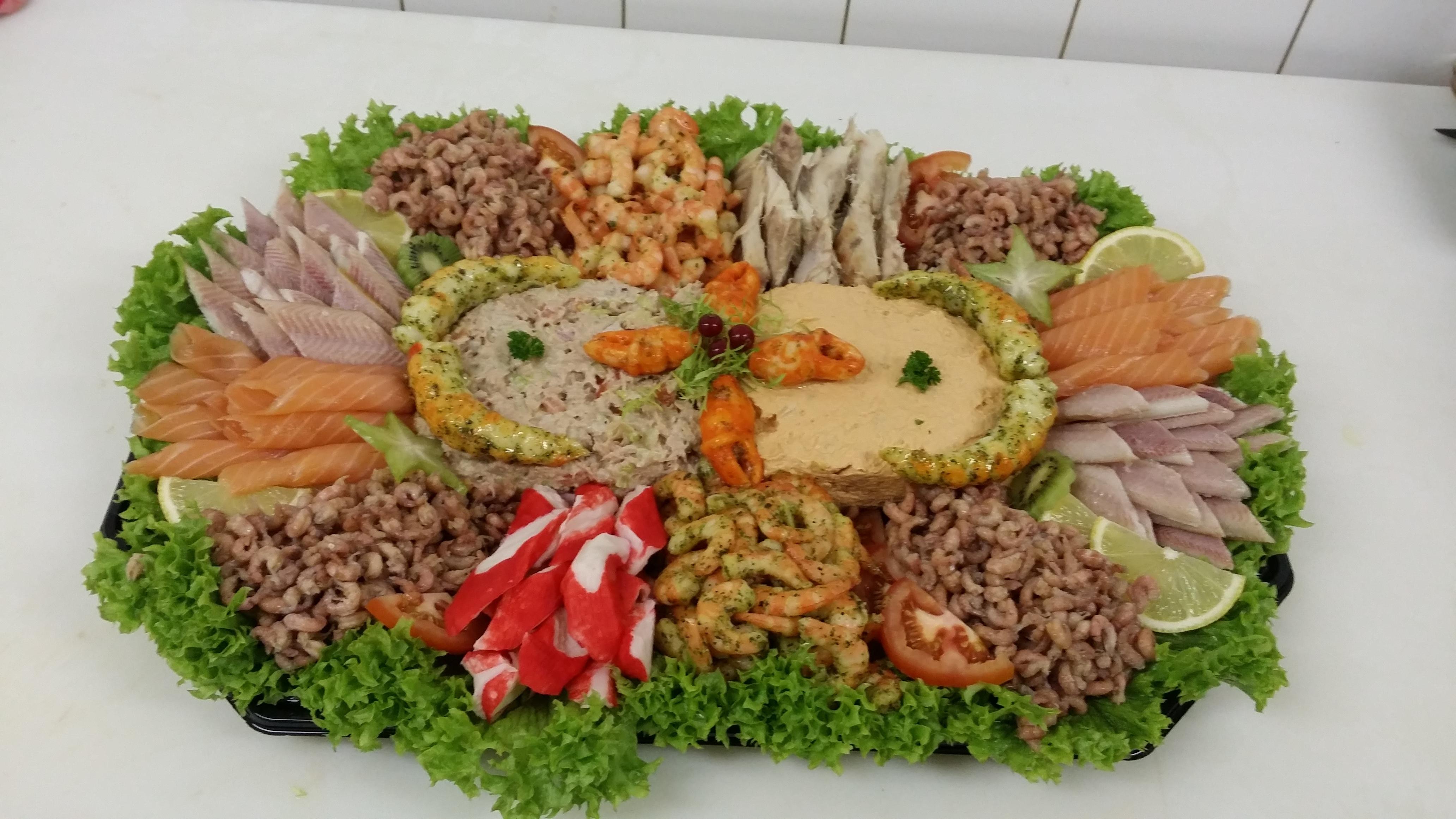 Zalm/Tonijn salade schotel 8-10 personen