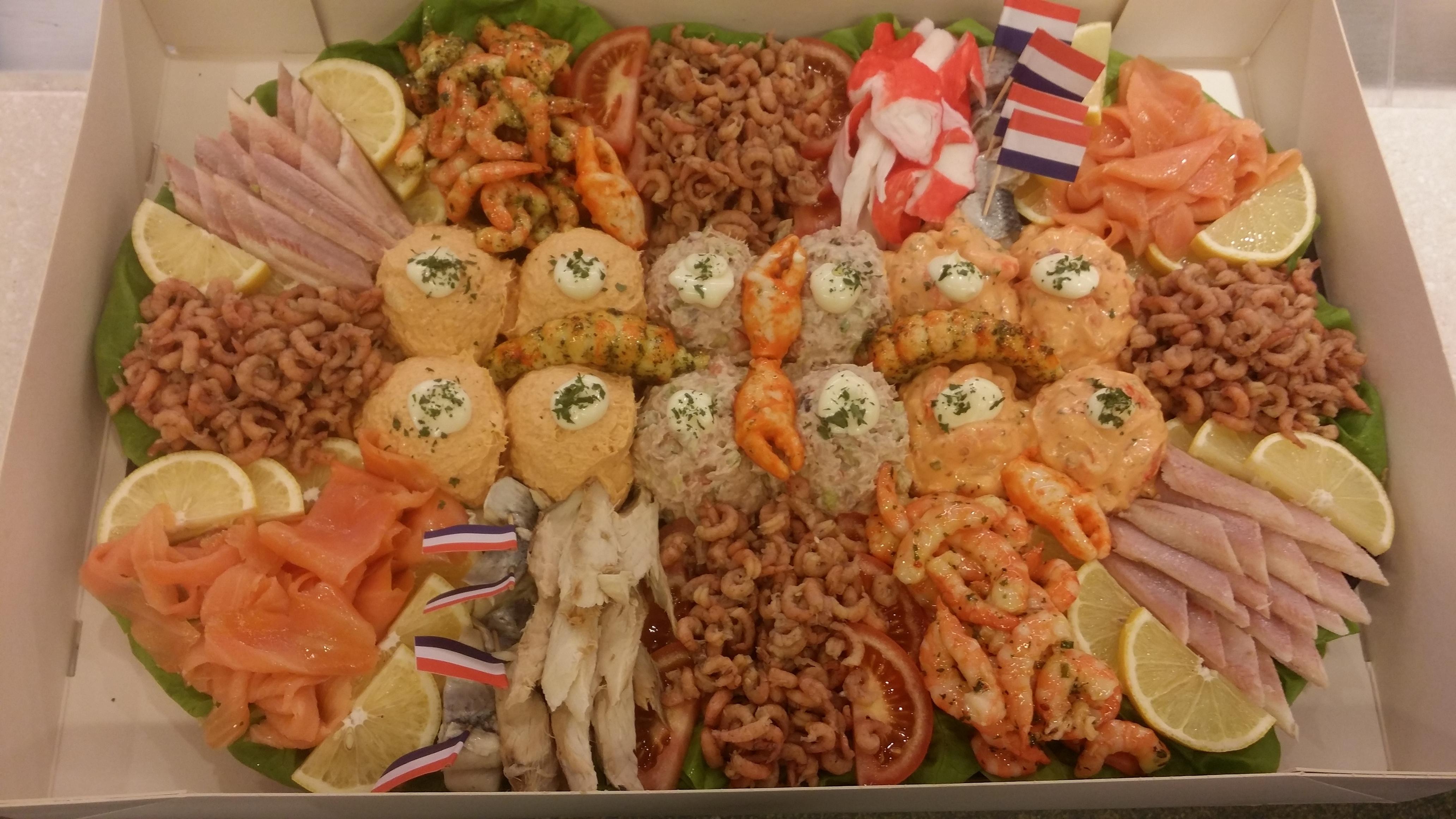 Zalm/Tonijn/Garnalen Salade SCHOTEL 10-15 PERSONEN